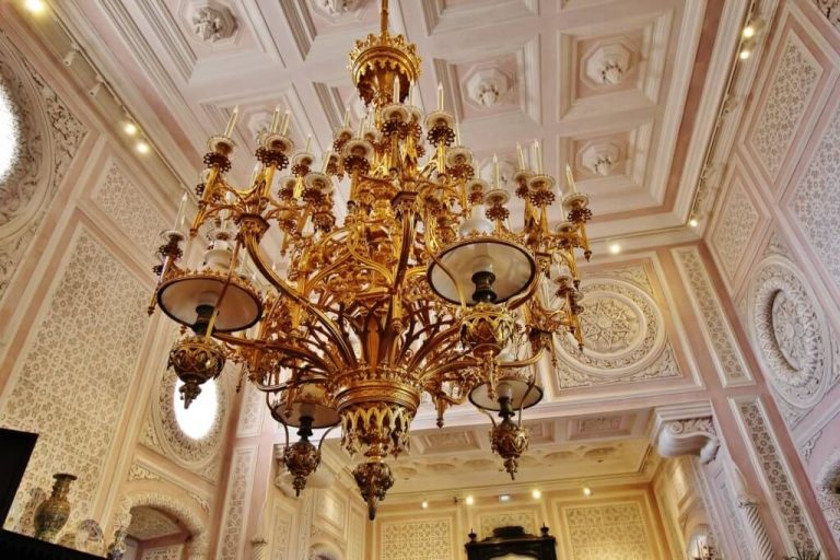 Photo: chandelier in the smoking room