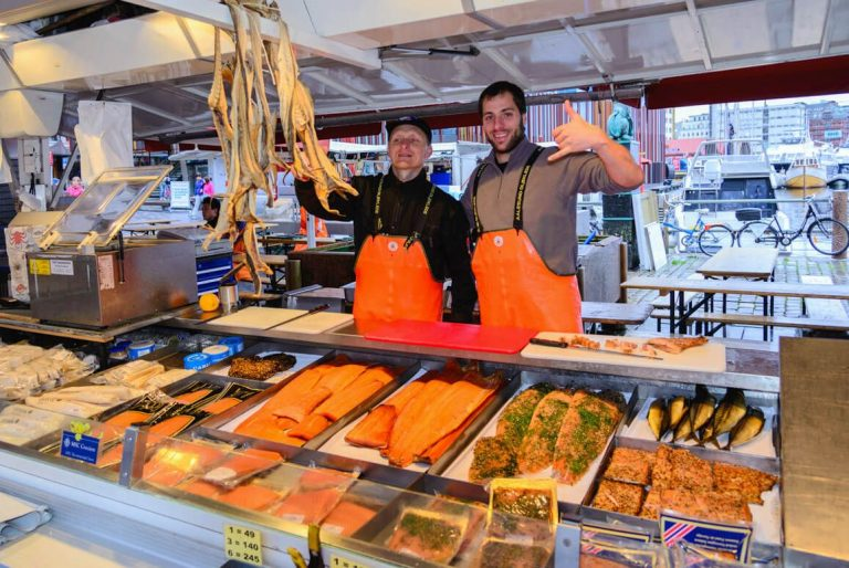 Photo: sellers at the Bergen fish market