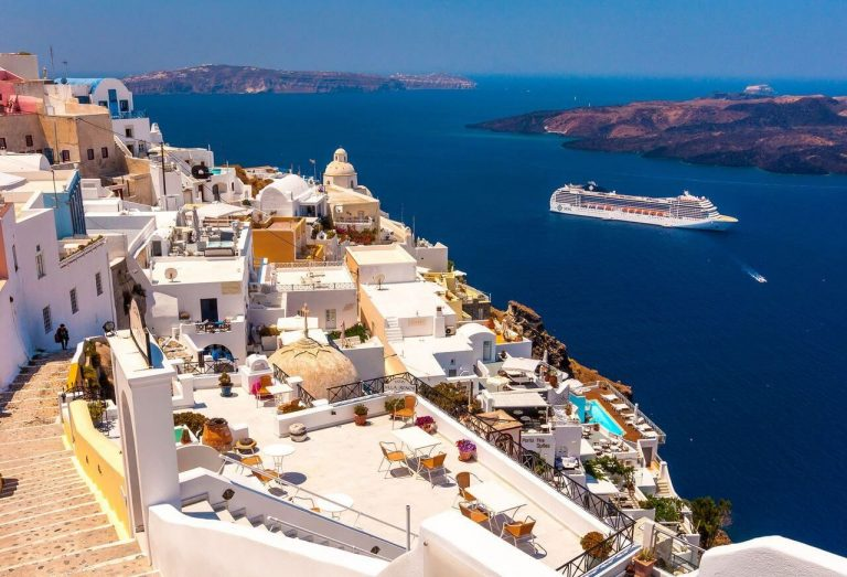 Capital of Santorini - Fira resort