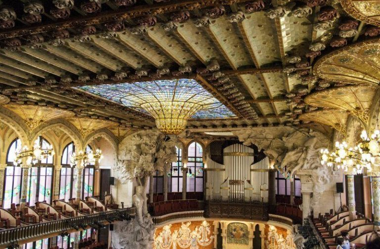 Sculptures and bas-reliefs in the palace of Catalan music