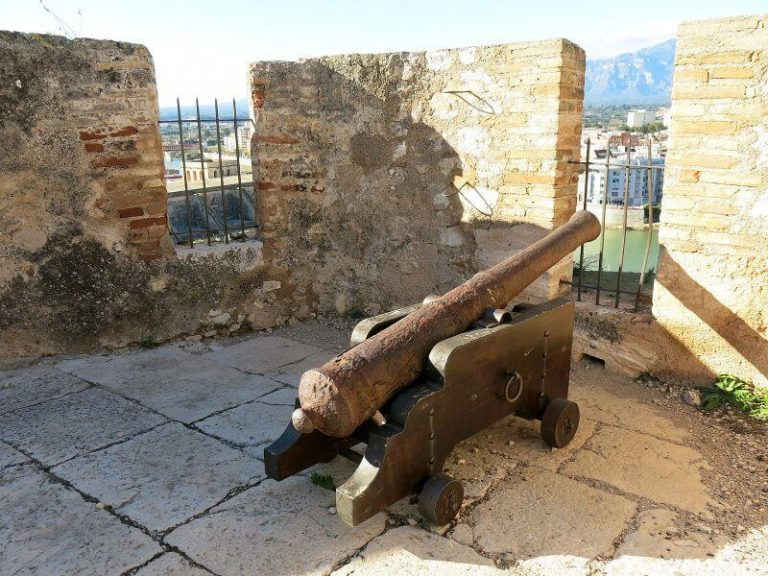 Cannon near the castle of the Court