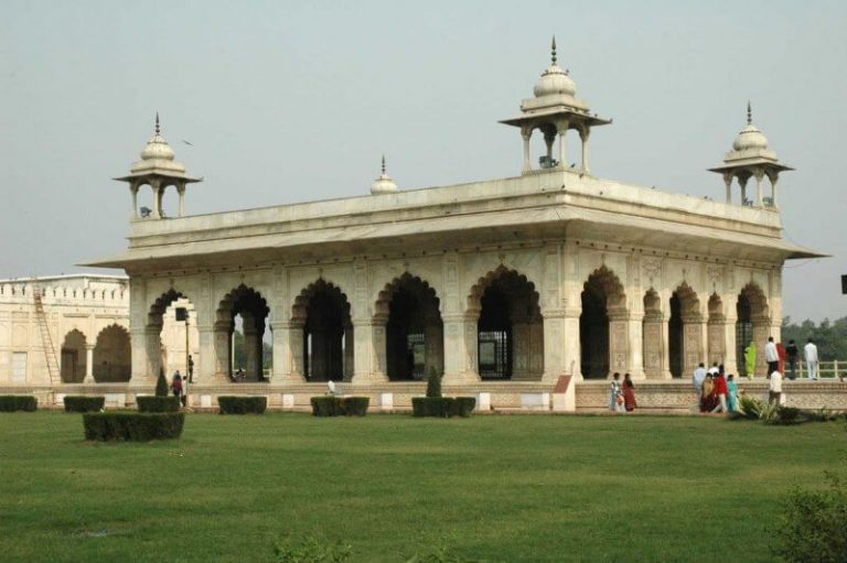 Sofa and Khas at the Red Fort