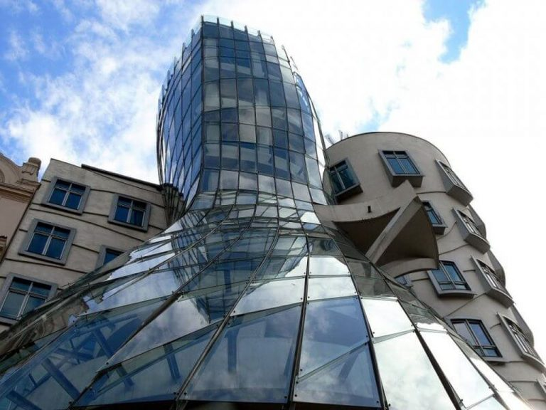 Design of a dancing house