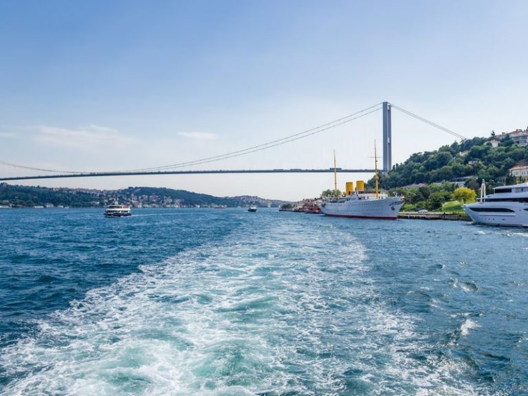 Sailing along the Bosphorus