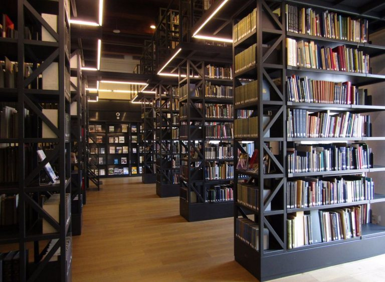 A huge library of marine subjects