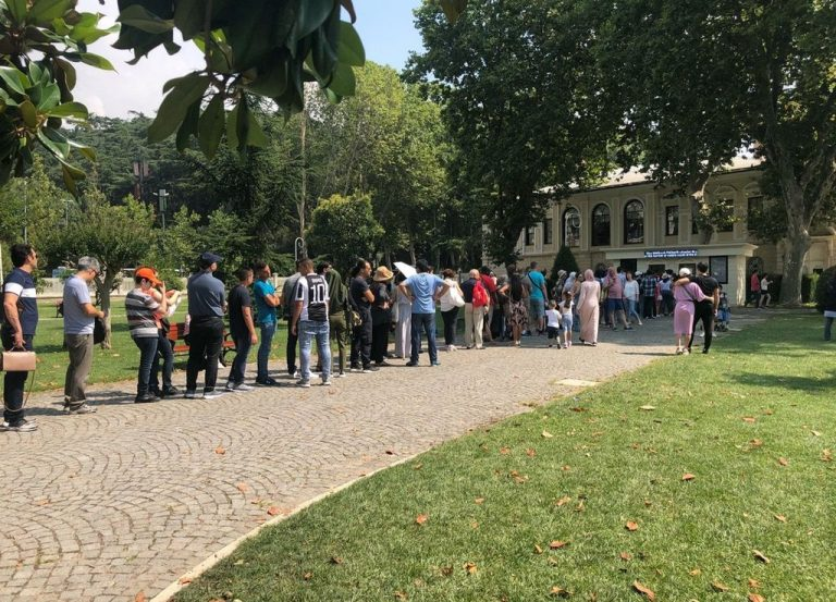 Dolmabahce Palace always has long lines at the box office