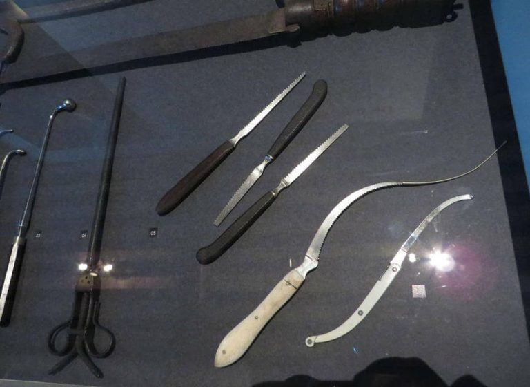 Exhibition items telling about the healing of the 17th century