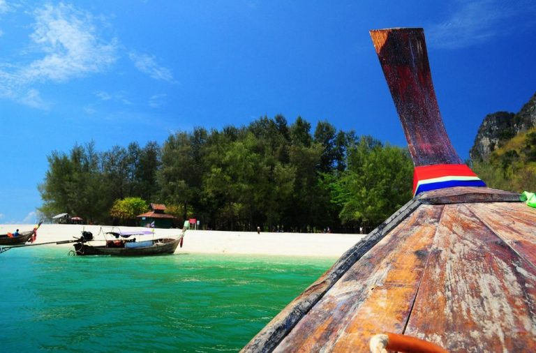 By boat to the island of Poda