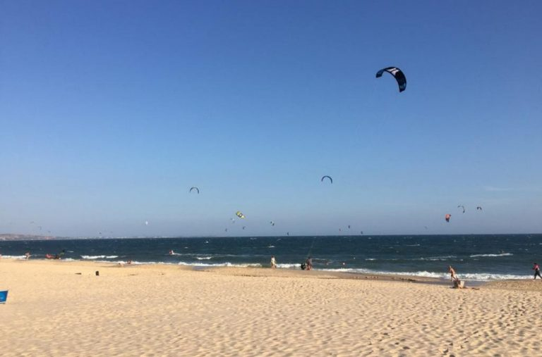 Photo: kitesurfers on the central beach