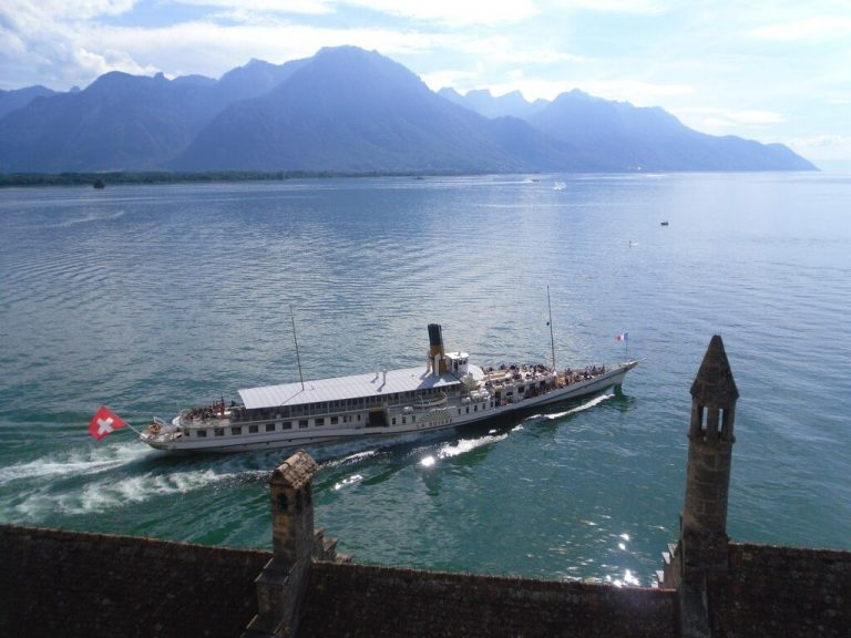 By boat to the Chillon stop