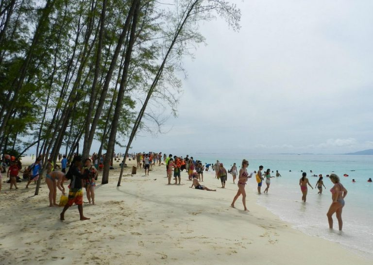 After 8 hours, the beach becomes crowded
