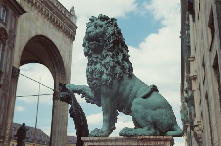 Lions at the entrance