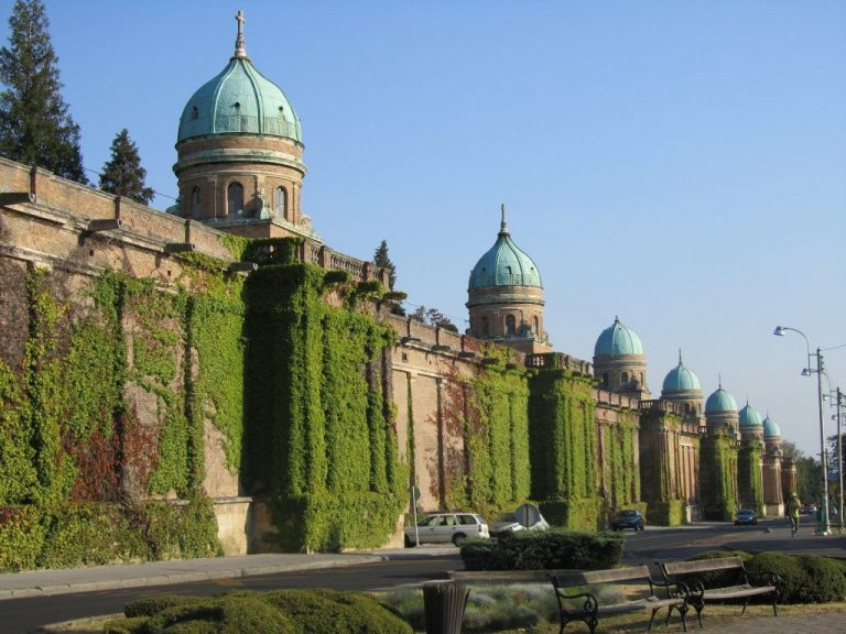 The fortress wall of the Mirogoy cemetery