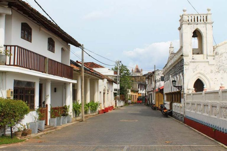 Walk the old town of Galle