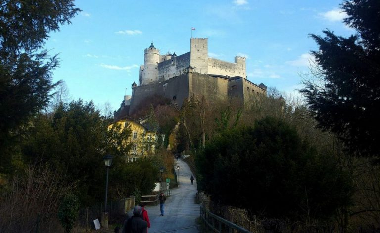 On foot to the castle