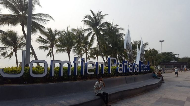 The ability to take a photo on the background of the inscription Jomtien Pattaya beach