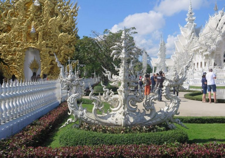 Sculptures on the territory of the White Temple