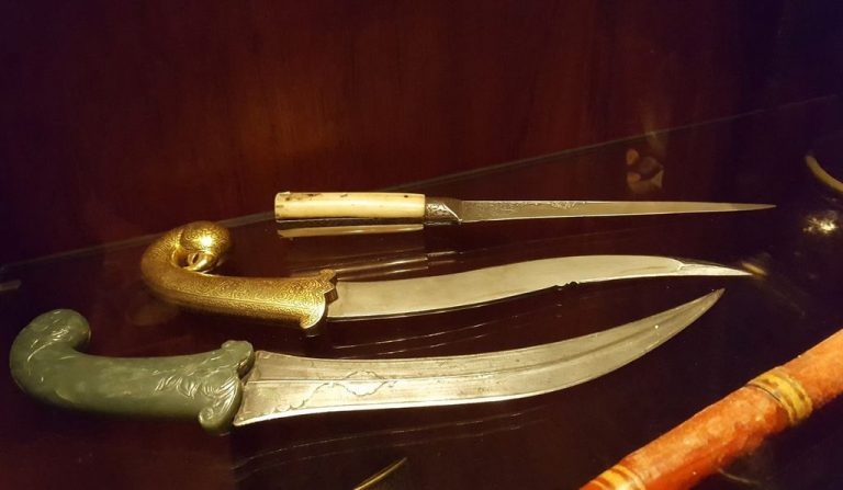 Knives at the David Museum