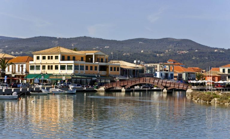 The capital of the island is the city of Lefkada.
