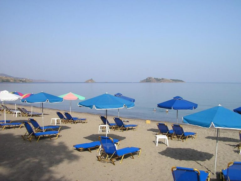 Beach in the settlements of Petra