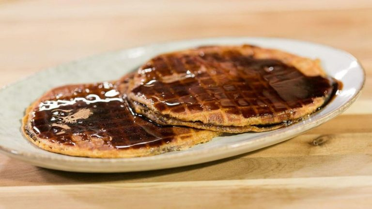 Lacquemants - waffles with chocolate and caramel