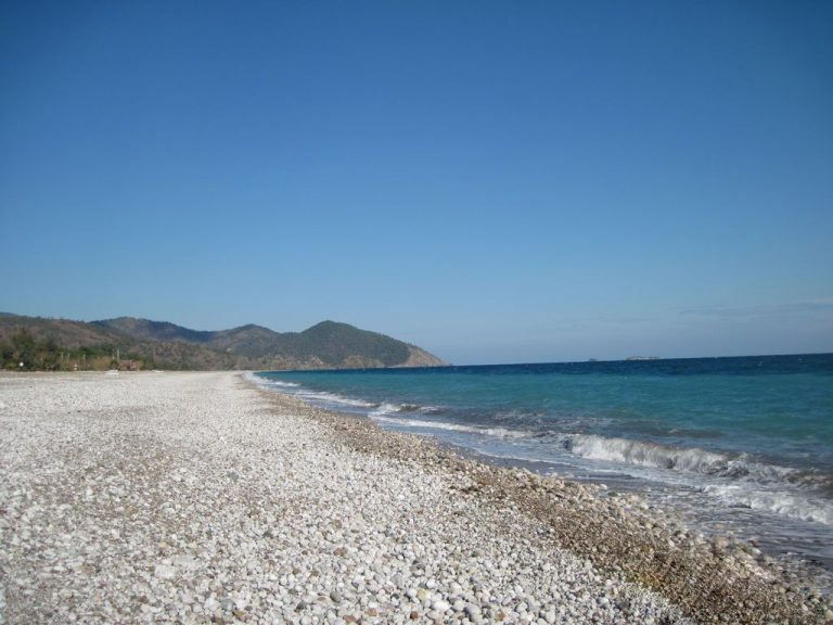 Long non-crowded beach in Cirali
