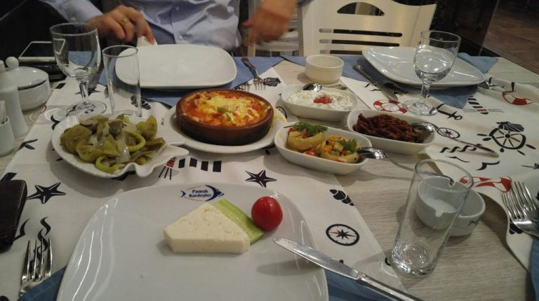 Lunch at an inexpensive cafe in Samsun