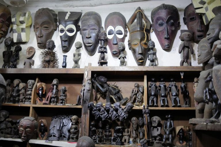 Masks and figurines made of wood