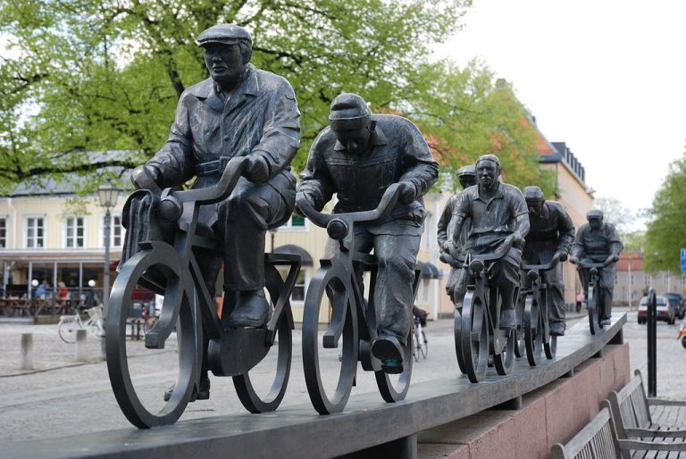 Monument with cyclists Aseaaströmmen