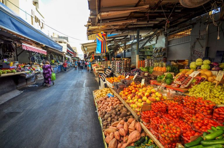 Buying products on the Tel Aviv market