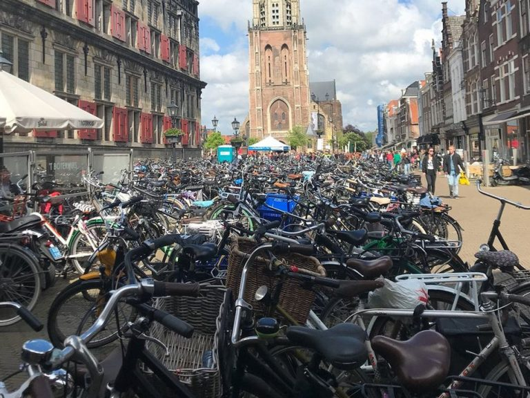 Crowding in the streets of Delft