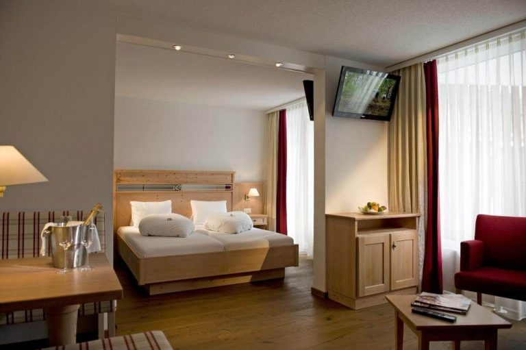 Room at the Parkhotel Quellenhof