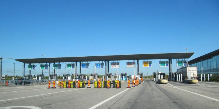 Bridge toll stations