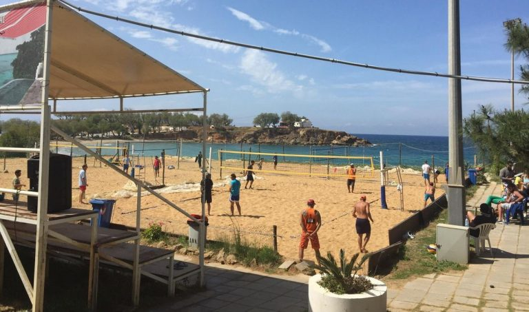 There are good volleyball courts.