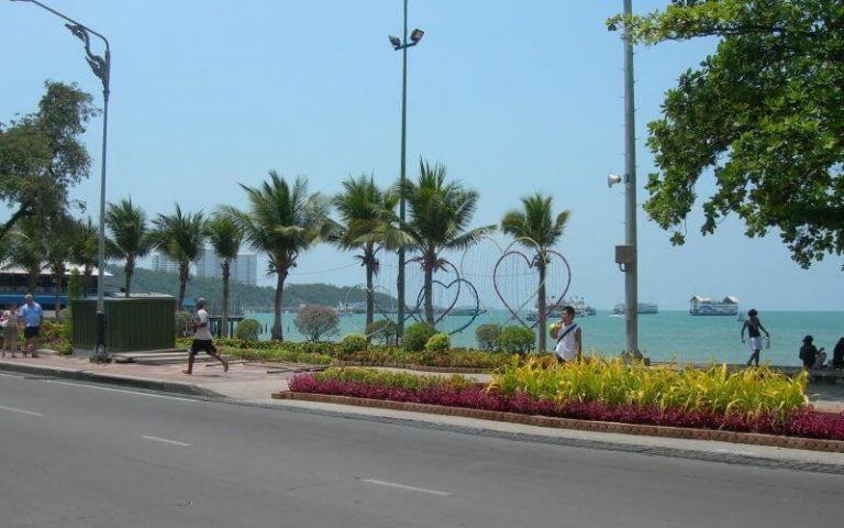 Embankment (Beach road)