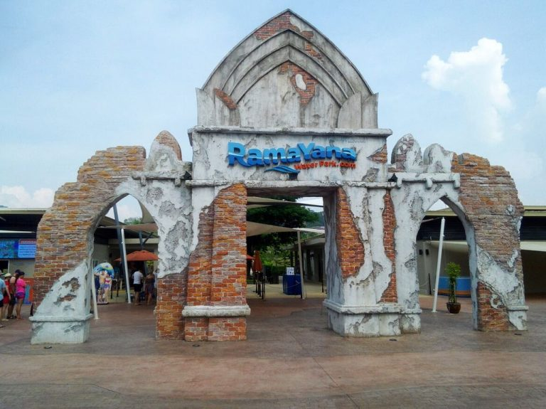Entrance to the water park Ramayana