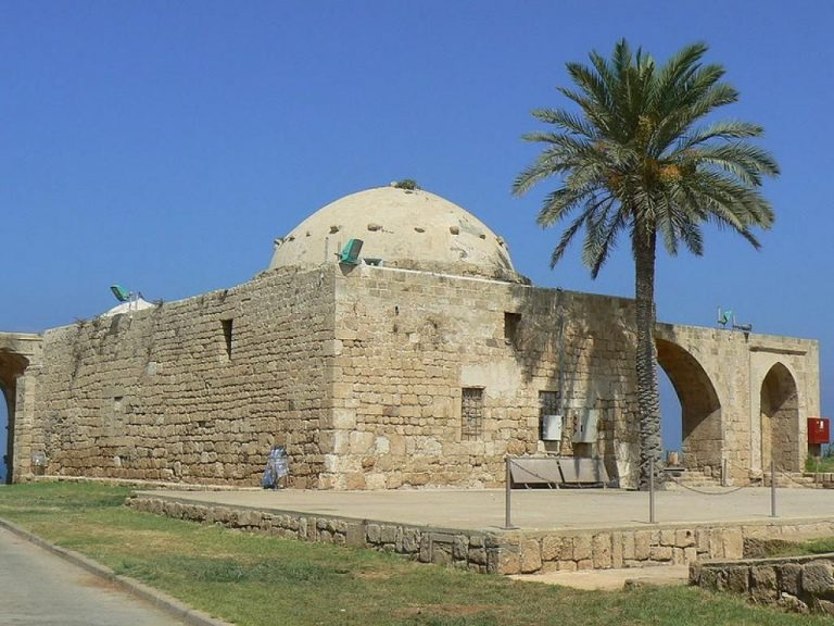 Mosque in Ahziv park