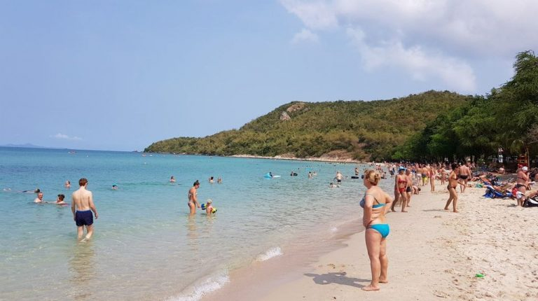 Relax on the beach of Sai Keo