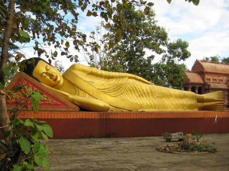 Statue of reclining buddha