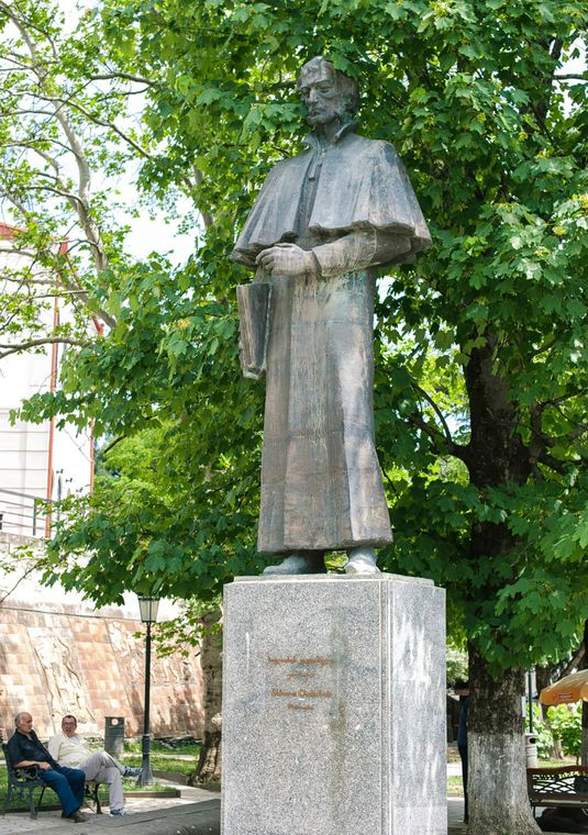 Statue of Solomon Dodashvili