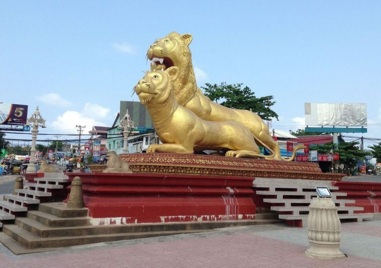 Statues of golden lions