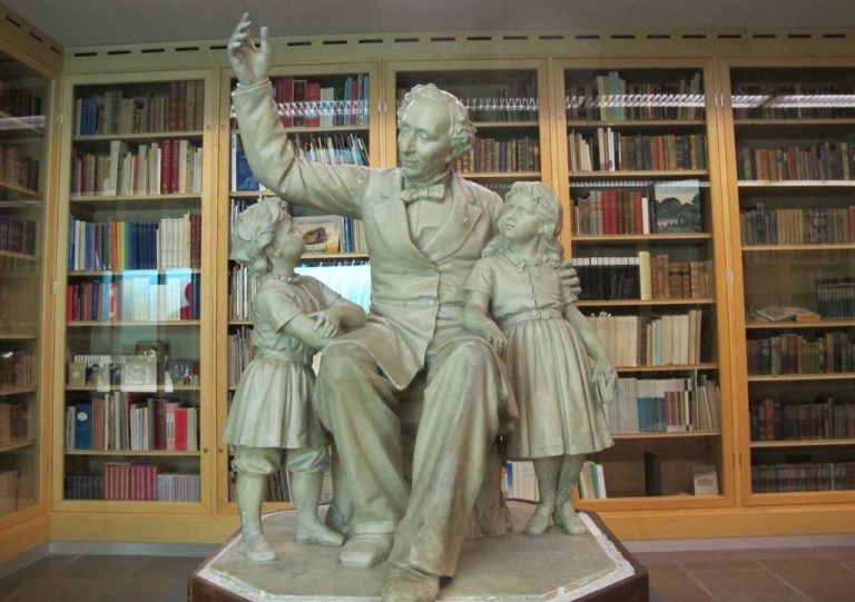 Statue of Hans Christian Andersen at the Museum