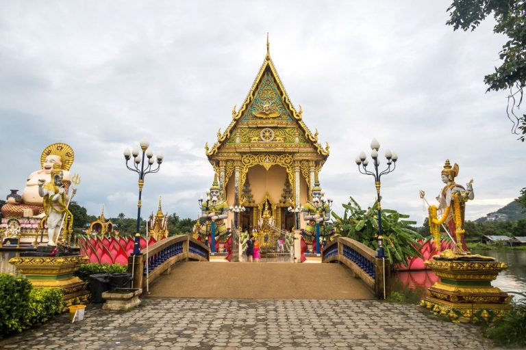 Wat Play Laem Temple