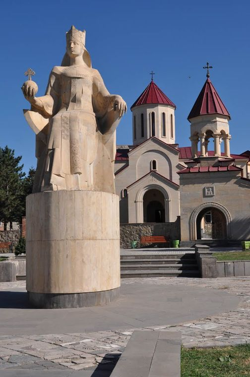 Attraction in the center of Akhaltsikhe: statue of Queen Tamara