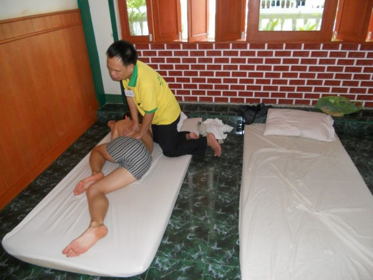 Massage performed by a blind master