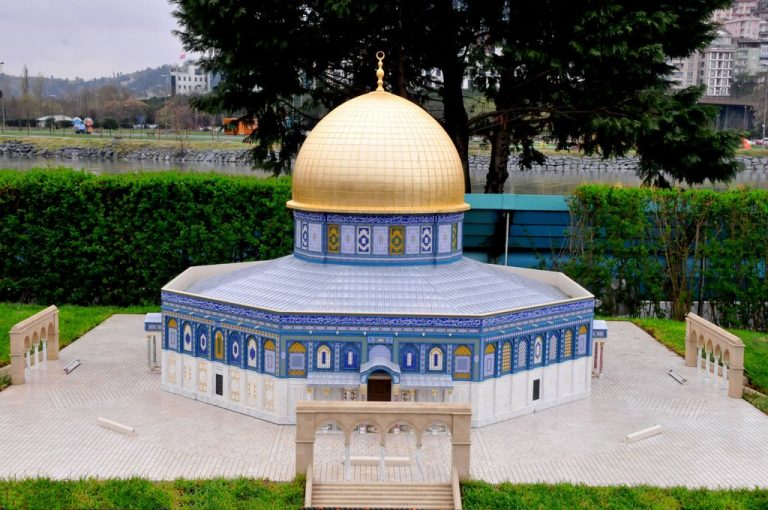 "Islamic temple ""Dome of the Rock"""