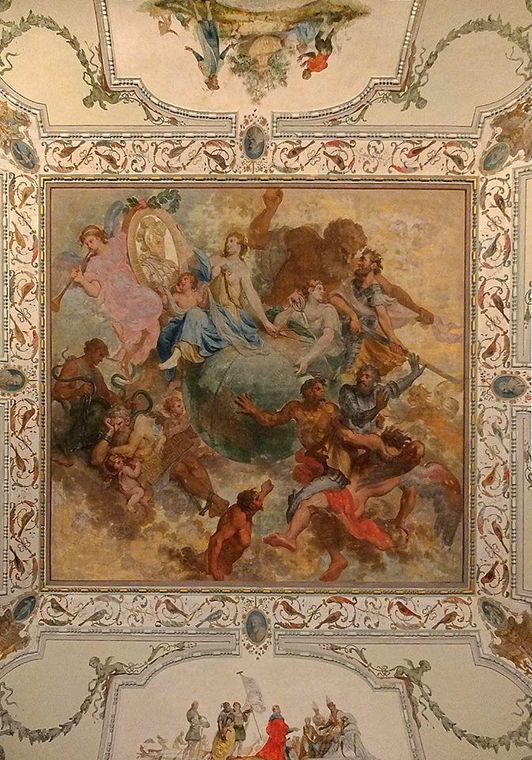 Painting on the ceiling of the Open Hall in the palace