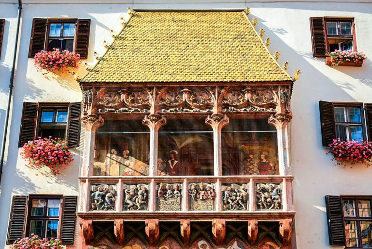 "House ""Golden Roof"""