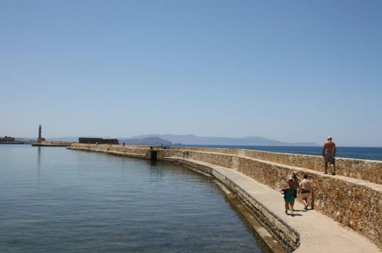 Expensive to Chania Lighthouse