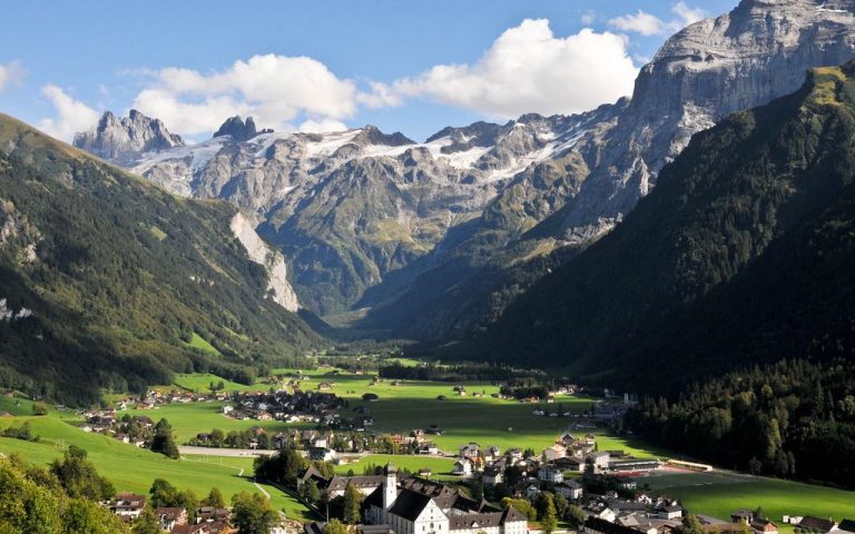 The city of Engelberg at the foot of Mount Titlis